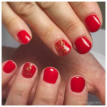 Manucure de couleur rouge