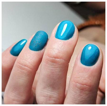 ongle en gel de couleur bleu